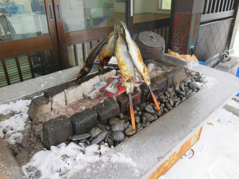 北海道自由行-北海道旅遊-北海道旅遊景點-門外的燒魚非常吸晴