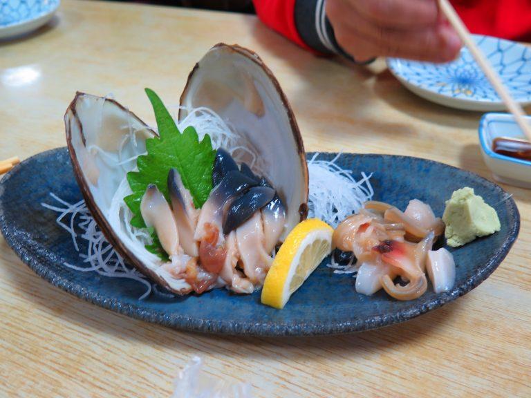北海道自由行-北海道旅遊-北海道旅遊景點-大蜆刺身,充滿海洋味道,配上檸汁、wasabi,正