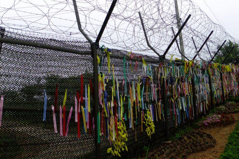 韓國自由行-韓國旅遊-韓國機票-臨津閣掛滿彩色布條和絲帶