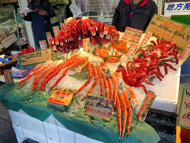 北海道自由行-北海道旅遊-北海道旅遊景點-差不多每店都有出售皇帝蟹