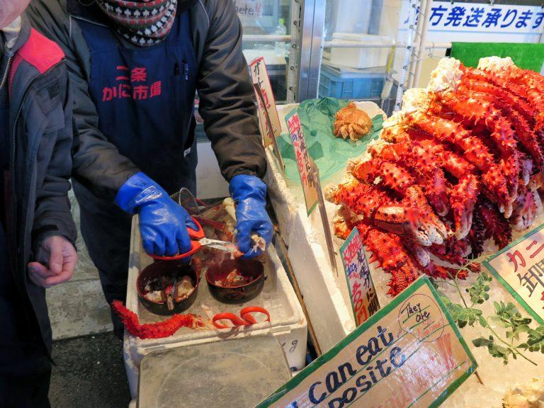 北海道自由行-北海道旅遊-北海道旅遊景點-還主動把花咲蟹腳的一部分讓我們眾人淺嚐