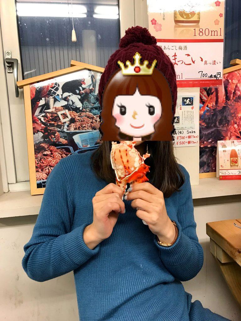 北海道自由行-北海道旅遊-北海道旅遊景點-拿起蟹腳,一口咬下去,肉質比一般的更實在爽彈,有一點點像龍蝦肉的感覺,有趣