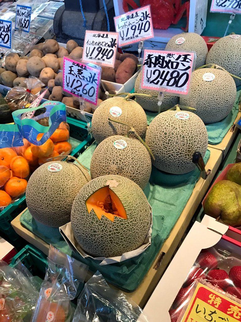 北海道自由行-北海道旅遊-北海道旅遊景點-我們還買了北海道的蜜瓜做飯後果,非常幸福