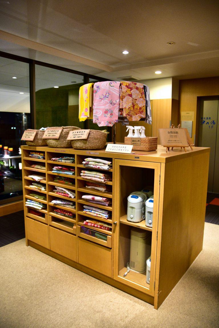 鳥取自由行-酒店每一層都設有自助浴衣的櫃位,款式眾多,眼花繚亂