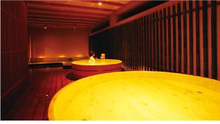 鳥取自由行-男湯屋內的環境,一進內已有兩個大浸筒