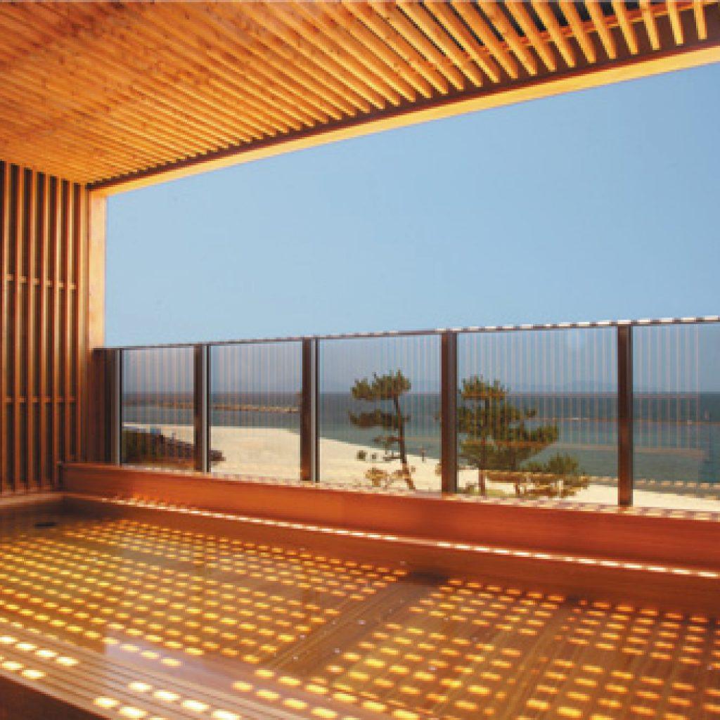 鳥取自由行-走上2樓還有半露天風呂,眺望著日本海嘆溫泉
