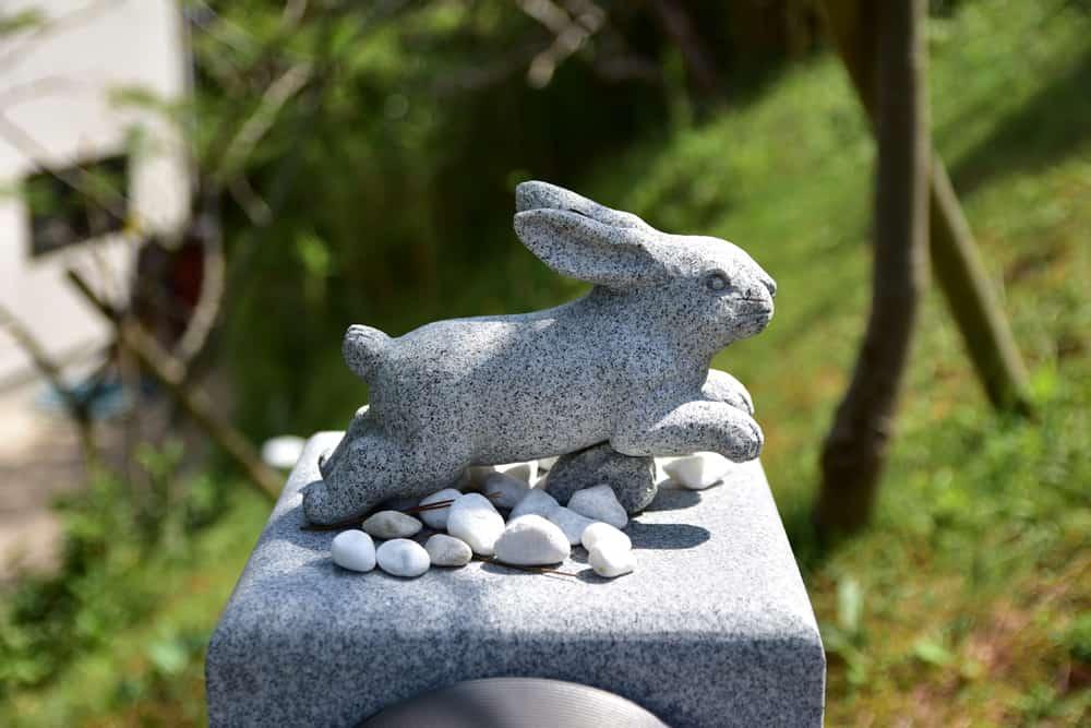 鳥取自由行-沿路兩旁都見到不同動靜的白兔石像