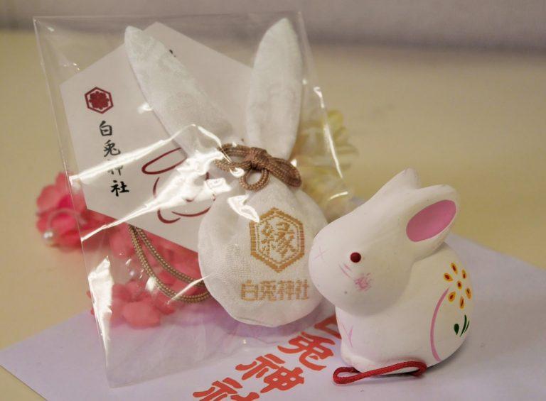 鳥取自由行-結緣御守更有兔耳朵造型,非常可愛!照片來源:matcha-jp.com