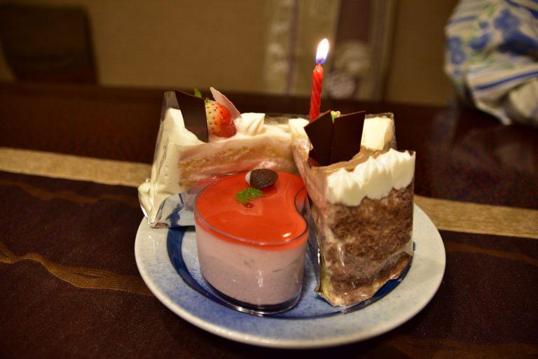 鳥取自由行-生日當然要有蛋糕,購自溫泉街的一間西餅店,其中一件的形狀都是玉造有名的勾玉