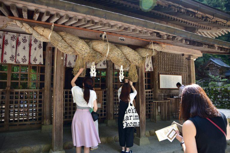 鳥取自由行-玉作湯神社出名旺姻緣,難怪有那麼多一對對的女生朋友結伴同遊