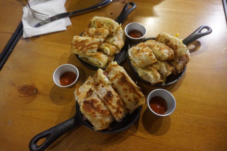 台北好去處-原味、三種起司、經典火烤牛肉鐵板厚夾蛋餅