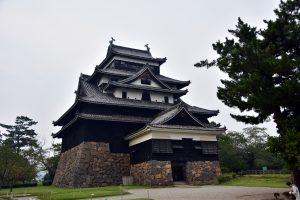 松江城-松江城外表看起來像千鳥展翅的形狀,因此又被喻為「千鳥城」