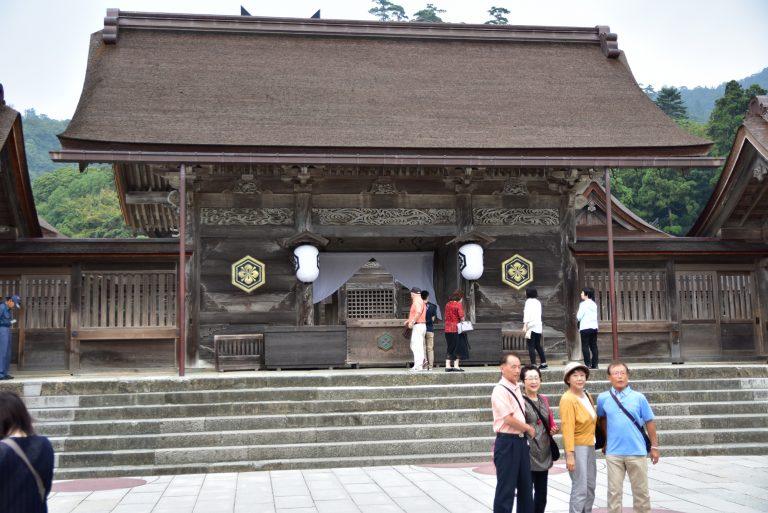 出雲大社-走到中央位置,看到建於1744年的本殿