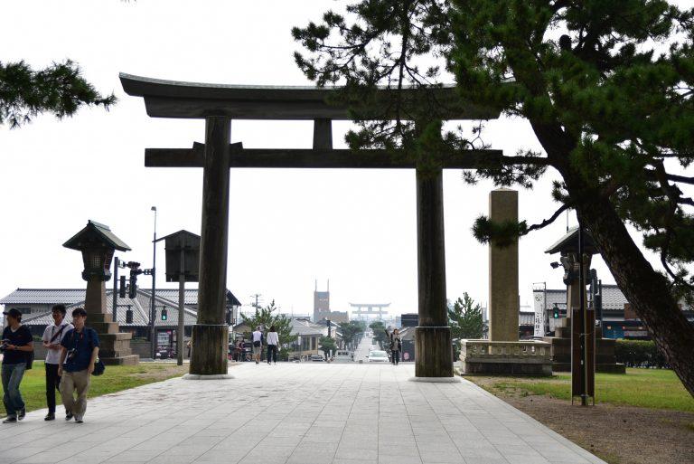 出雲大社-從出雲大社入口觀賞前方全日本最大的白色鳥居