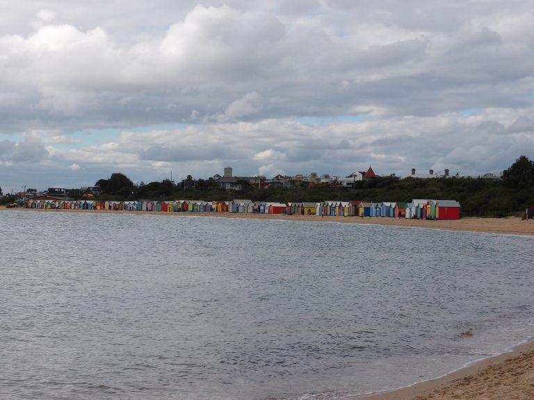 墨爾本景點-墨爾本自由行-melbournetour-沿著海邊行,彩虹小屋已在不遠處了
