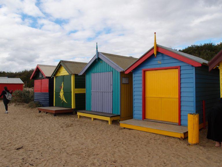 墨爾本景點-墨爾本自由行-melbournetour-多達80多間的彩虹小屋,每間都各有特色、主題