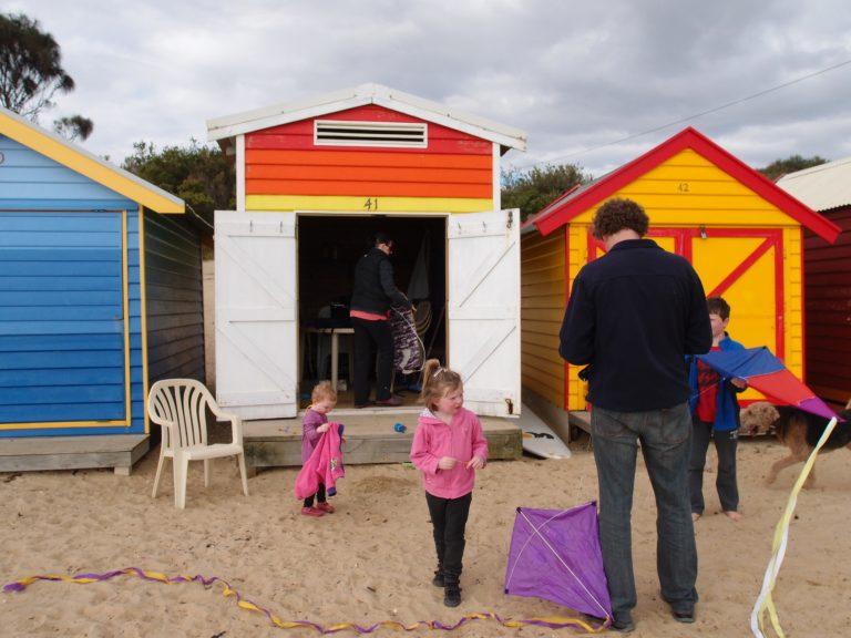 墨爾本景點-墨爾本自由行-melbournetour-不少人買起小屋來當倉庫之用,存放著衝浪板、獨木舟等