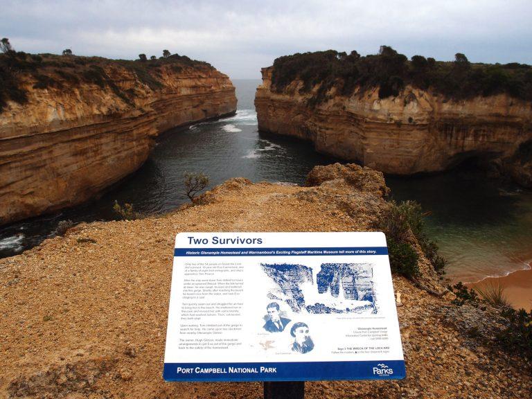 Melbournelocaltour-Melbourne天氣-澳洲旅遊推薦-全船只餘下兩位倖存者 - Tom 和Eva,他倆被浪湧上峽谷的沙灘上,最終成功獲救