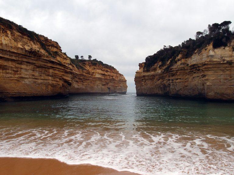Melbournelocaltour-Melbourne天氣-澳洲旅遊推薦-有時間的話可以在此宛如人間秘境的沙灘上席地而坐,欣賞日落