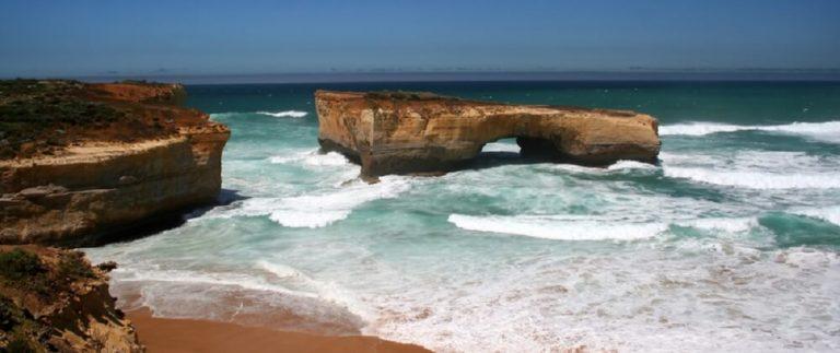 Melbournelocaltour-Melbourne天氣-澳洲旅遊推薦-在大洋路上澳洲版的London Bridge (網上圖片)