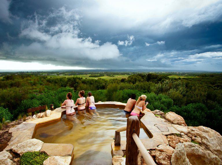 墨爾本自助-位於山頂位置最受喜歡的Hilltop Pool露天浴池(網上圖片)
