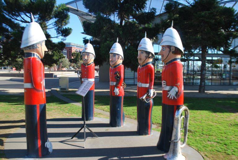 墨爾本自助-Geelong最有名的是沿海的木偶人像
