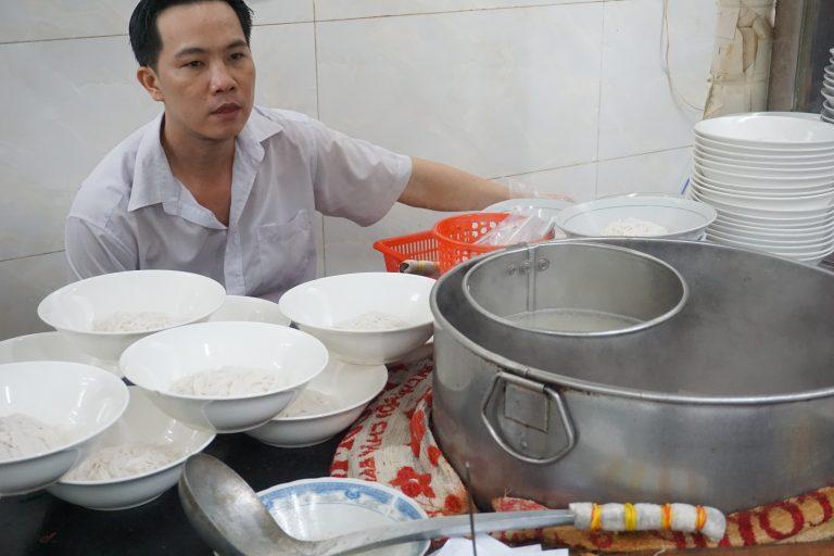 pho-hoa-pasteur-chef-goflyla