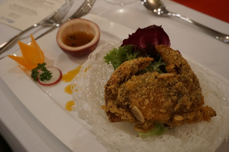 cruise-dinner-on-the-saigon-river-crab-goflyla