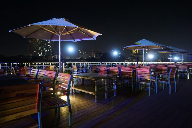 cruise-dinner-on-the-saigon-river-deck-goflyla