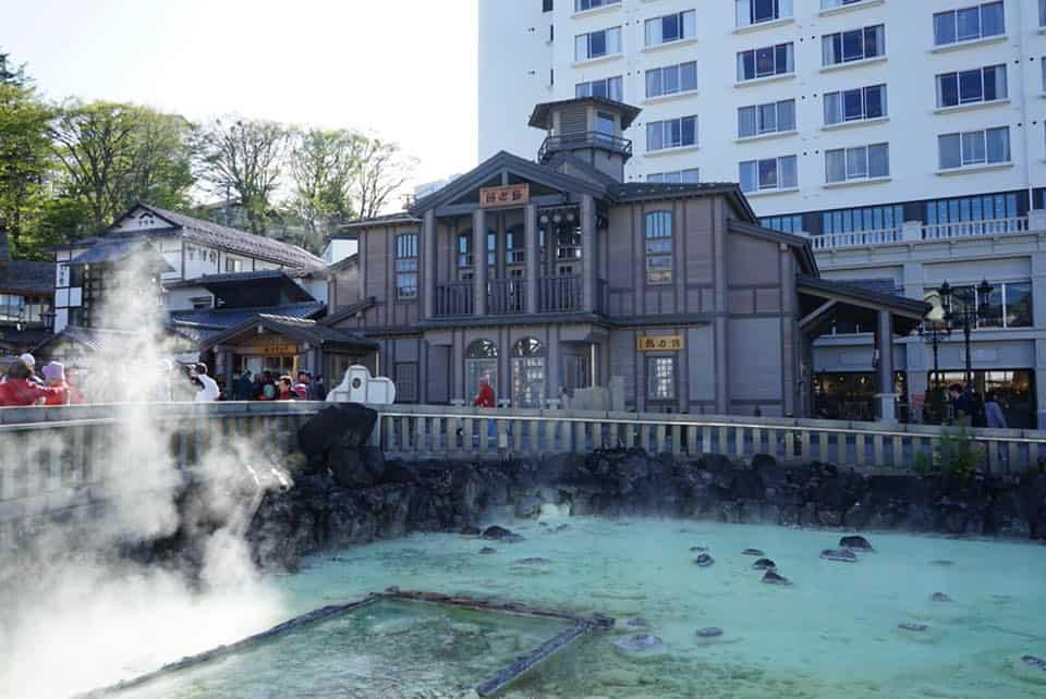 kusatsu-yubatake-onsen-goflyla