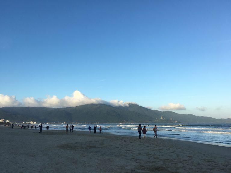 danang-mykhe-beach-book-hotel-goflyla