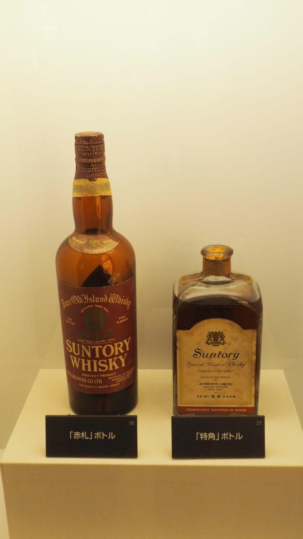 拍攝於白州博物館,圖中兩枝為三得利最古舊的日本威士忌之一